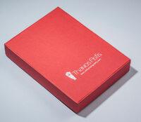 Χάρτινο κουτί σε κόκκινο χρώμα