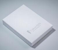 Χάρτινο κουτί σε λευκό χρώμα